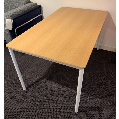Muuto Base tafel Showroommodel