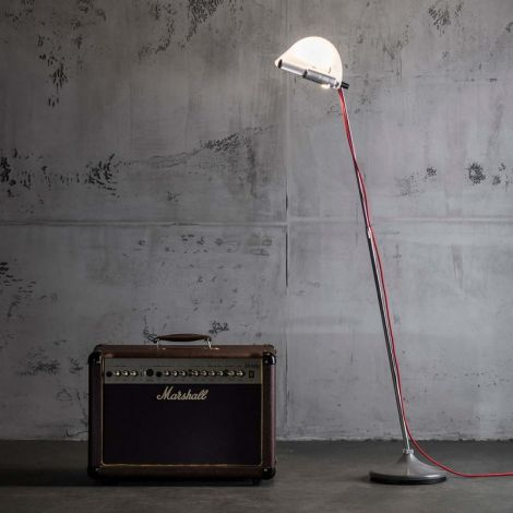 Less and More Stereo vloerlamp