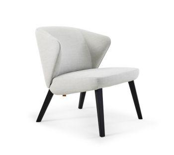 Montis Back me up salon fauteuil met houten poten